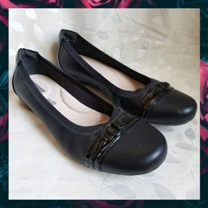 {Clarks}Black Soft Cushion Buckle Collection Flats